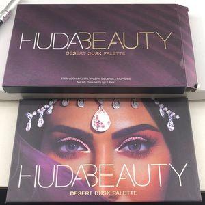 Huda desert dusk eyeshadow palette
